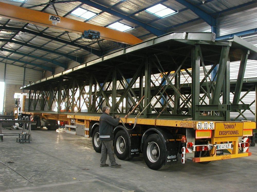 Transport de passerelle en métal